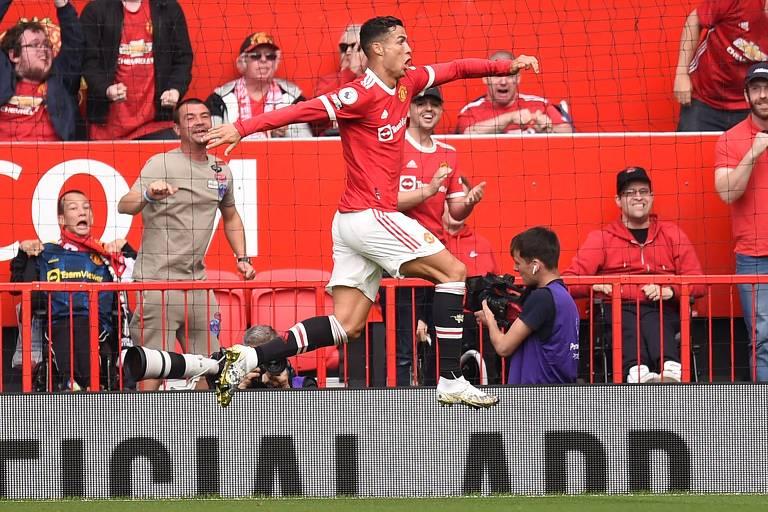 Ronaldo salta para comemorar o gol