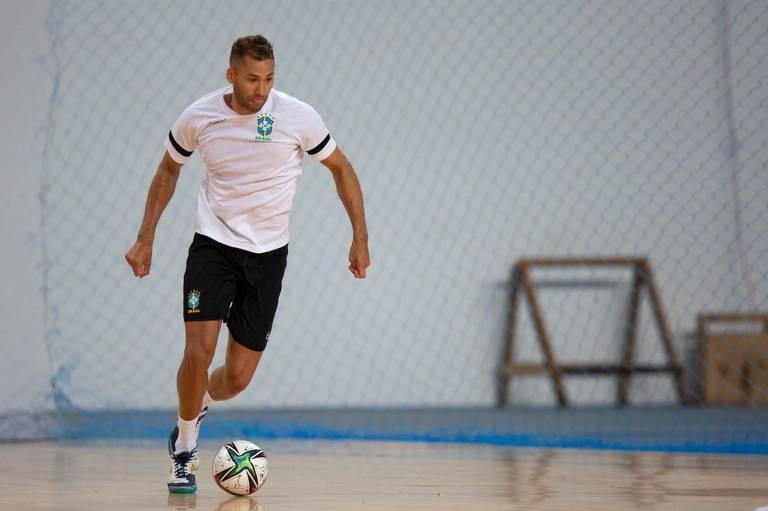 O jogador Pito, da seleção brasileira, durante treino antes da Copa do Mundo de futsal