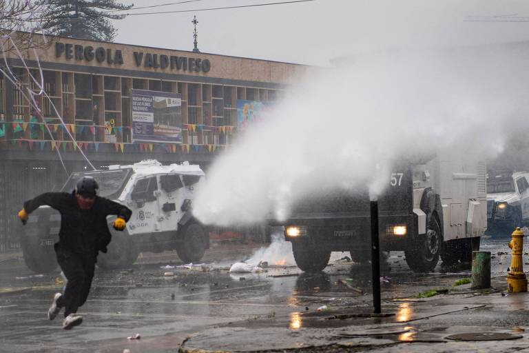 Ato em memória a Allende e contra ditadura no Chile termina em confronto com a polícia