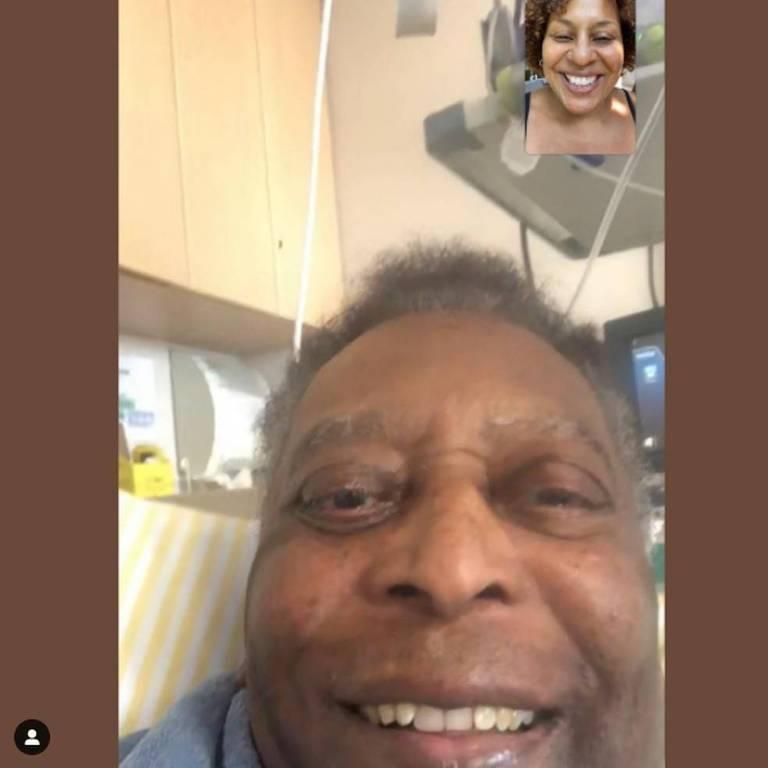 Pelé em vídeo chamada com a filha, Kely Nascimento