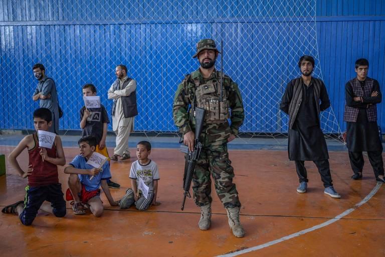 Talibã mata civis no Afeganistão e reitera pedido de doações aos EUA