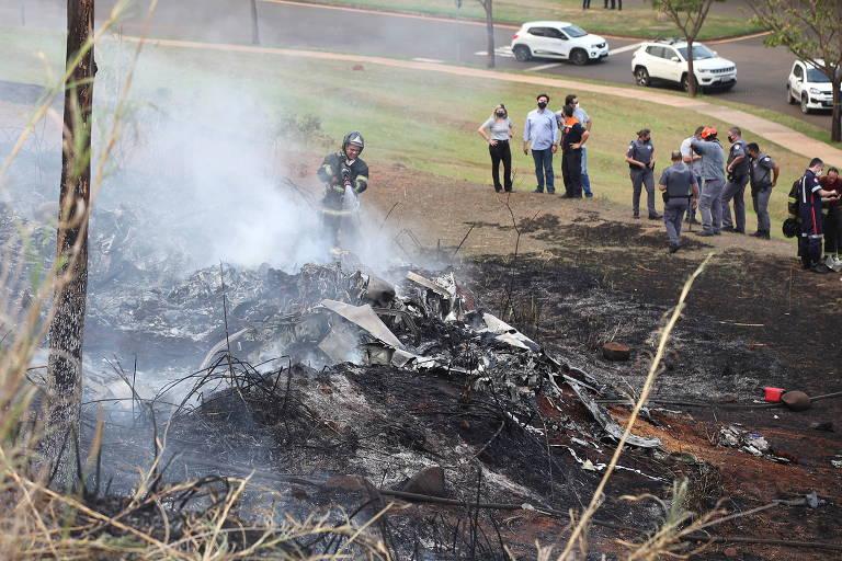 Avião cai em Piracicaba (SP) e mata acionista da Cosan e família
