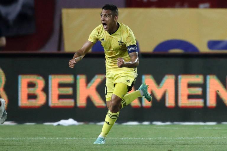 O colombiano Frank Castañeda comemora gol do Sheriff contra o Estrela Vermelha, pelas fases qualificatórias da Champions League