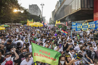 Ato contra governo Bolsonaro na Av Paulista . Manifestantes protestam contra governo Bolsonaro em frente ao MASP na AV Paulista