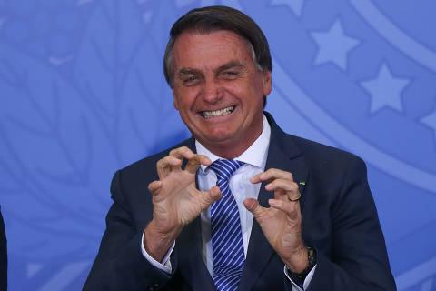 Bolsonaro agora descarta golpe, promete não melar eleições e até defende urnas eletrônicas