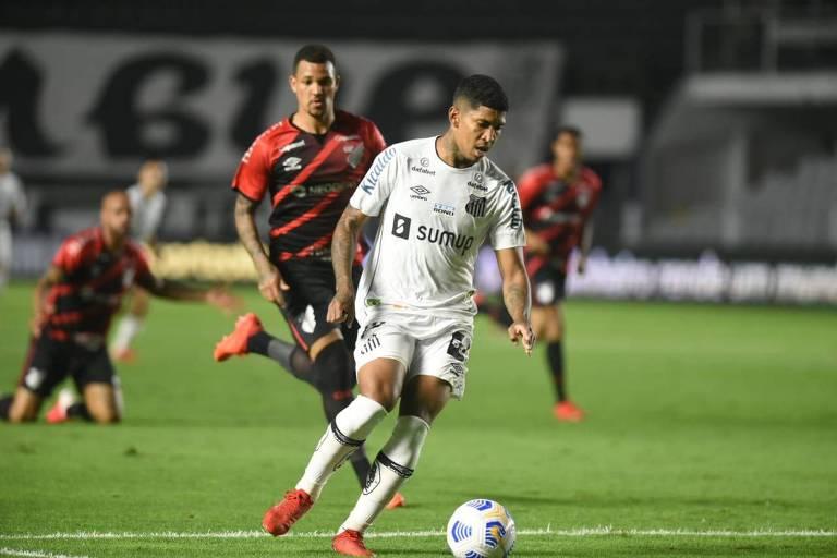 Santos mostra ataque inoperante, perde do Athletico e cai na Copa do Brasil