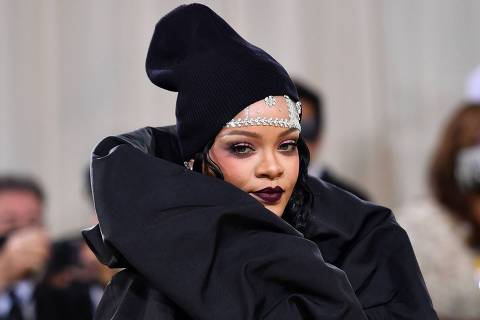 TOPSHOT - Barbadian singer Rihanna arrives for the 2021 Met Gala at the Metropolitan Museum of Art on September 13, 2021 in New York. - This year's Met Gala has a distinctively youthful imprint, hosted by singer Billie Eilish, actor Timothee Chalamet, poet Amanda Gorman and tennis star Naomi Osaka, none of them older than 25. The 2021 theme is