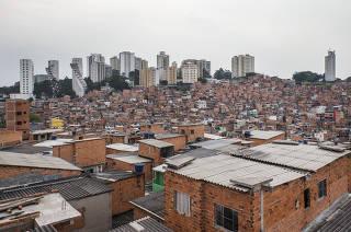 Vista geral de Paraisopolis chega aos 100 anos com alta em comercio, mas urbanizacao ainda travada