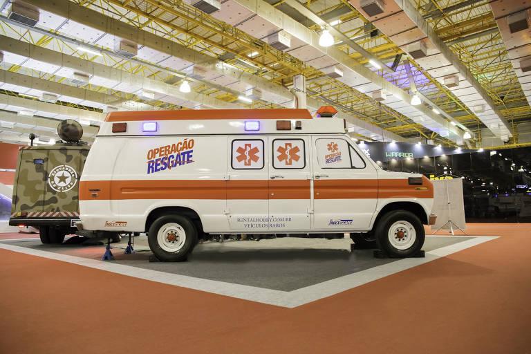 Caminhão com o jogo 'Operação Resgate' da Escape Time; o veículo imita uma ambulância