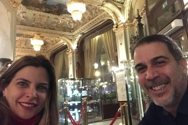 O advogado Henrique França e a mulher, Maria Victoria, há anos são frequentadores assíduos da noite paulistana