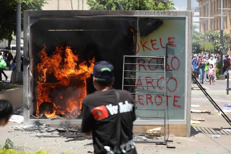 Milhares protestam em El Salvador contra uso de bitcoins e por respeito a Poderes