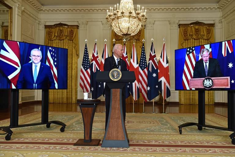 Com Scott Morrisson na tela (esq.), Biden ouve a fala de Boris Johnson na Casa Branca
