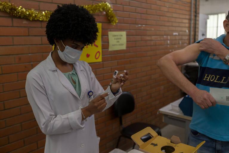 Prefeitura de SP vacina com Pfizer idosos já imunizados com a Coronavac