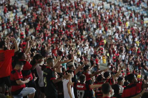 Soccer Football - Copa do Brasil - Quarter Finals - Second Leg - Flamengo v Gremio - Estadio Maracana, Rio de Janeiro, Brazil - September 15, 2021 Flamengo fans in the stands before the match REUTERS/Ricardo Moraes