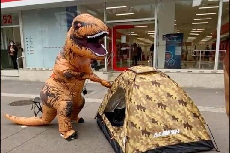 Diretor do Santander diz que dinossauro de fintech foi micareta em porta de banco