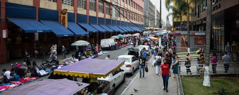 SAO PAULO/ SP, BRASIL,  9.9.2021 -Camelôs questionam obra que transforma rua  Tiers, em boulevard no Brás  Coronavirus, COVID-19.  (Foto: Zanone Fraissat/Folhapress, COTIDIANO)***EXCLUSIVO****