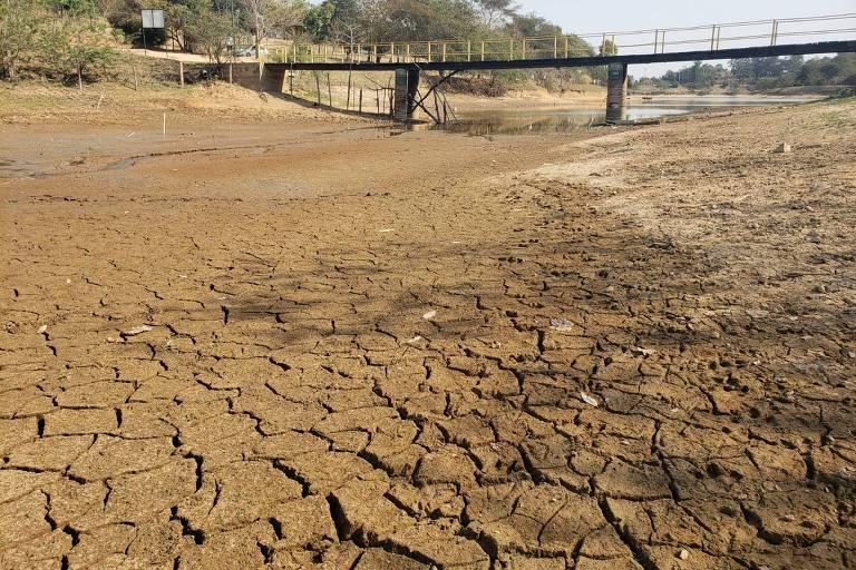 Com falta de água, cidades de SP cobram multa de até R$ 1.000 de quem lava carro e calçada