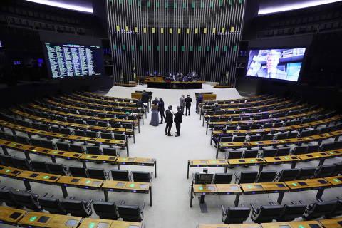 Partidos de centro resistem à PEC dos precatórios e governo cogita adiar votação
