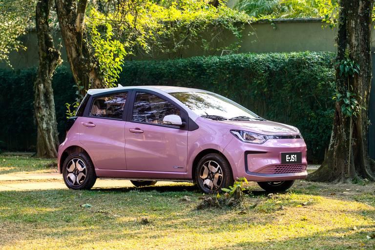 Jac e-JS1, carro elétrico na cor rosa
