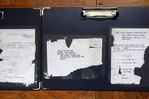 garrafa de vidro contendo uma mensagem de 1984 chegou ao Havaí e foi descoberta por uma menina de 9 anos - 37 anos depois que estudantes do ensino médio no Japão a jogaram no oceano como parte de um experimento.Credito Reproduçao CNN