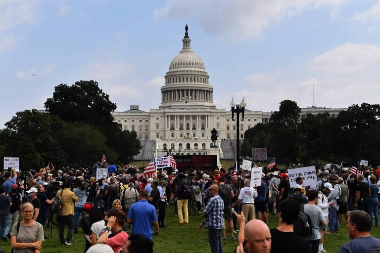 Apoiadores dos acusados por invasão ao Capitólio em 6 de janeiro se manifestam em Washington