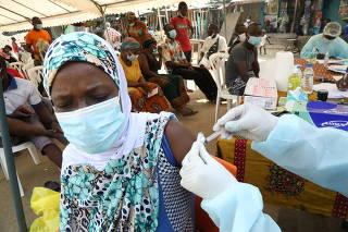 Vaccinations against Ebola continue in Abidjan