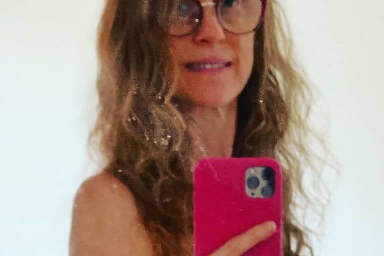 Betty Gofman posta foto de topless no Instagram