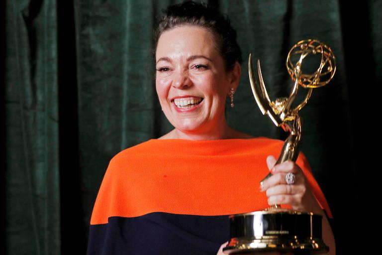 Olivia Colman, ganhadora do prêmio de atriz em série de drama por 'The Crown' no Emmy de 2021