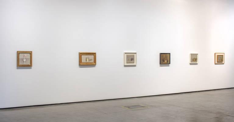 Sala da 34ª Bienal de São Paulo com obras do italiano Giorgio Morandi, que é tema de mostra paralela no CCBB, em São Paulo