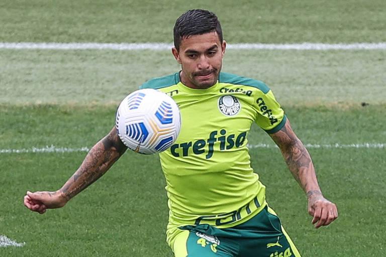 Atacante Dudu durante treino do Palmeiras