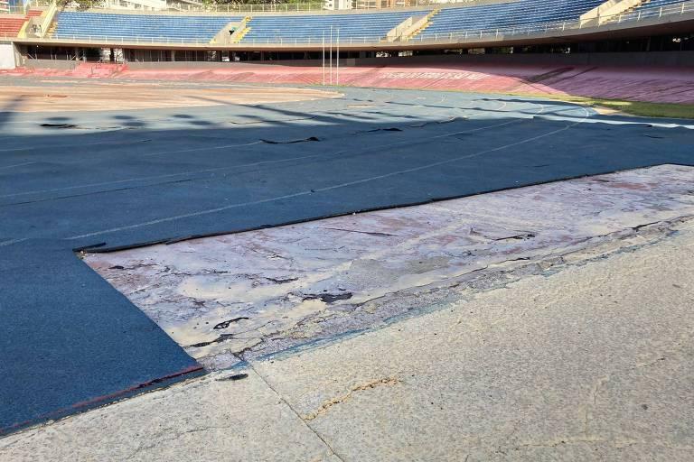 Pista do atletismo do Complexo do Ibirapuera tem bolhas enormes e pedaços do piso faltando