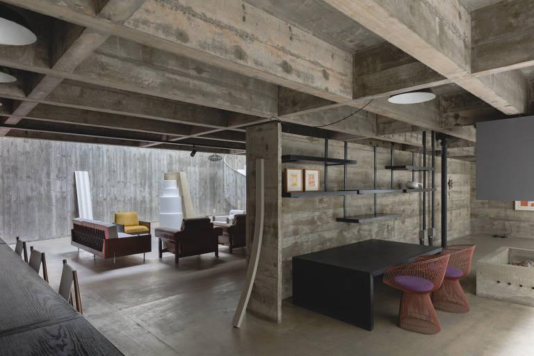 Casa projetada por Paulo Mendes da Rocha é ocupada por exposição de arte