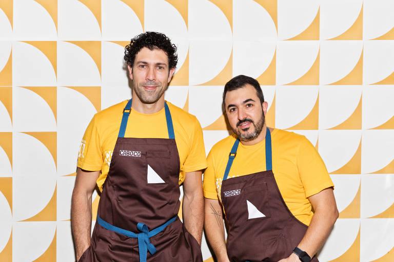 O brasileiro Rodrigo Oliveira com Victor Vasconcellos, chef responsável no Caboco, em Los Angeles