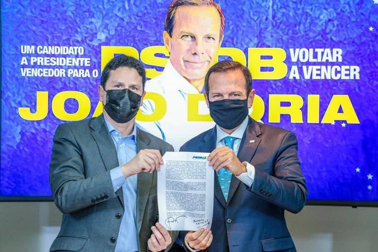O presidente do PSDB, Bruno Araújo, recebe a inscrição do governador de São Paulo, João Doria (PSDB), nas prévias tucanas