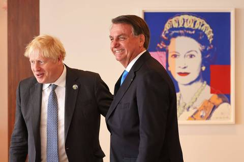 NEW YORK, NEW YORK - SEPTEMBER 20: British Prime Minister Boris Johnson and Brazil's president Jair Bolsonaro prepare to sit for a bilateral meeting at the UK diplomatic residence on September 20, 2021 in New York City. The British prime minister is one of more than 100 heads of state or government to attend the 76th session of the UN General Assembly in person, although the size of delegations are smaller due to the Covid-19 pandemic.   Michael M. Santiago-Pool/Getty Images/AFP == FOR NEWSPAPERS, INTERNET, TELCOS & TELEVISION USE ONLY ==