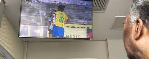 Pelé acompanha Marta em ação pela seleção brasileira