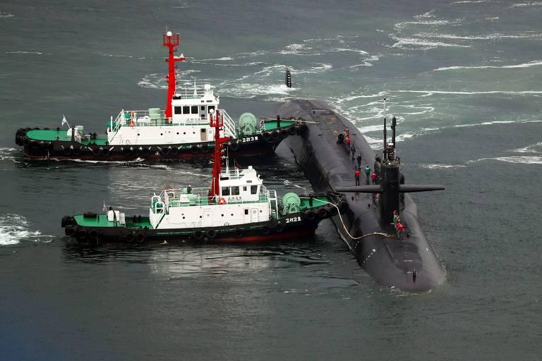 O submarino nuclear USS Michigan chega ao porto de Busan, na Coreia do Sul