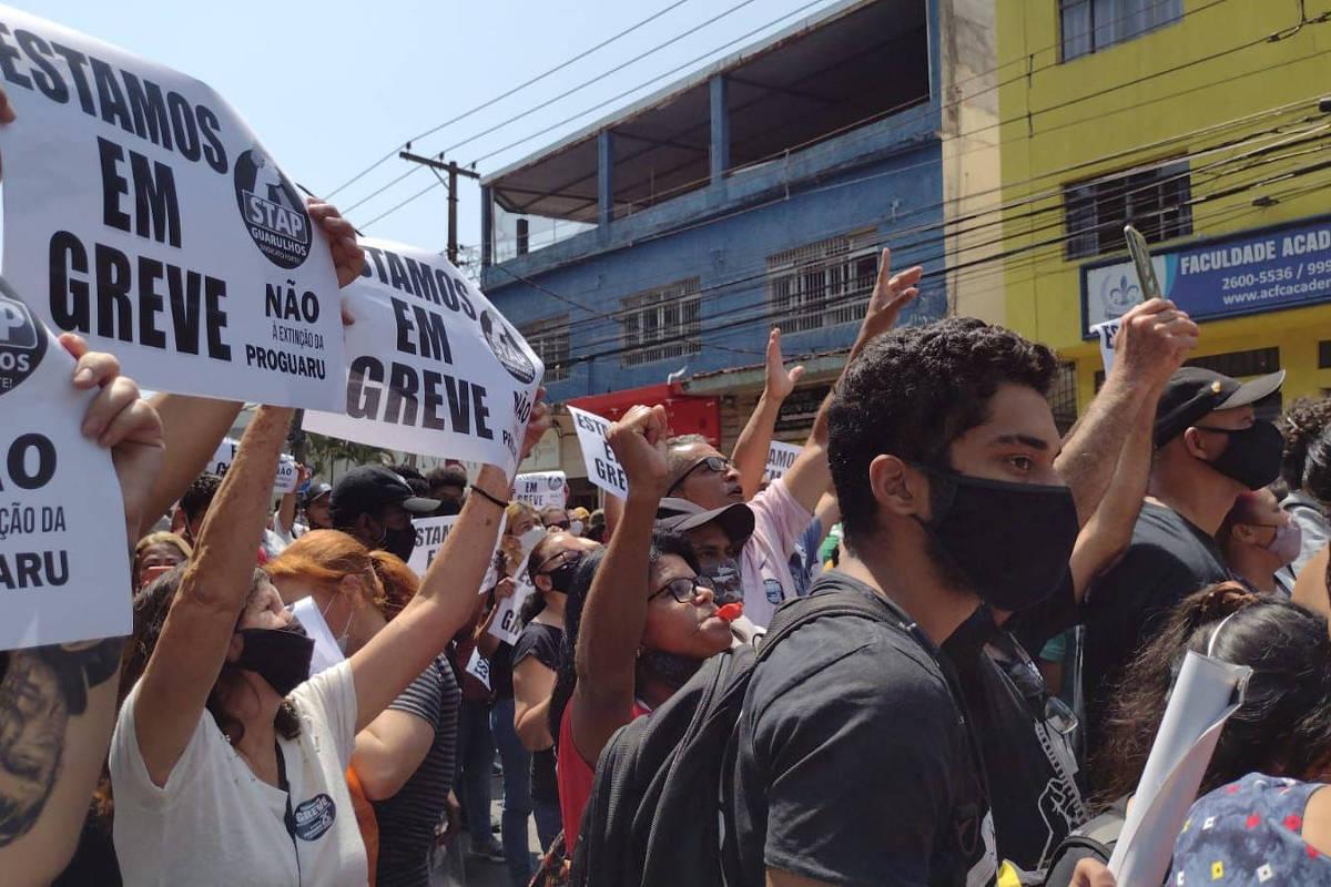 Greve de funcionários de limpeza obriga Guarulhos optar por aulas remotas