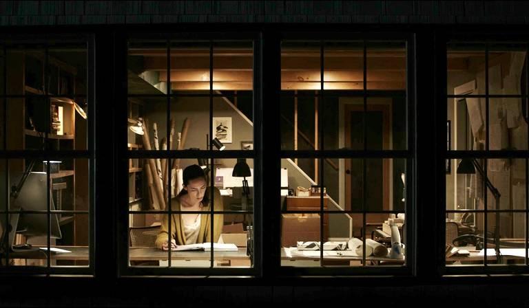 Veja cenas de 'A Casa Sombria'