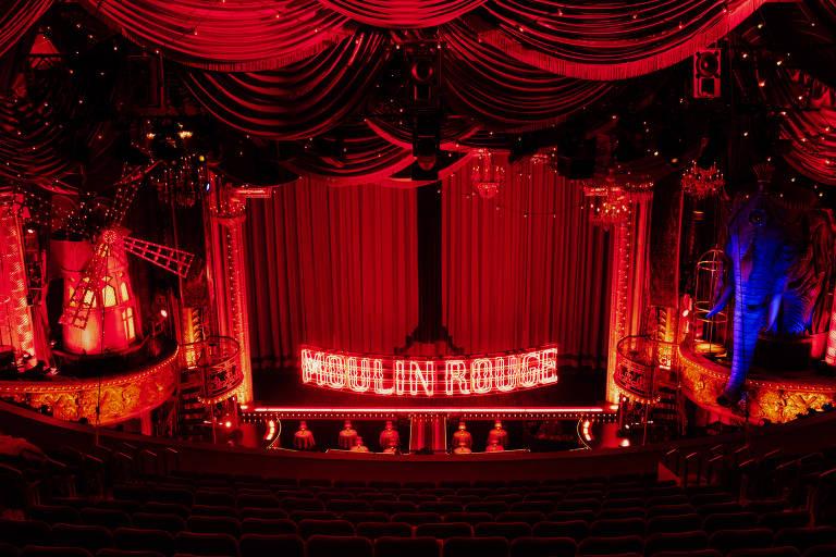 palco apresenta um musical na Broadway