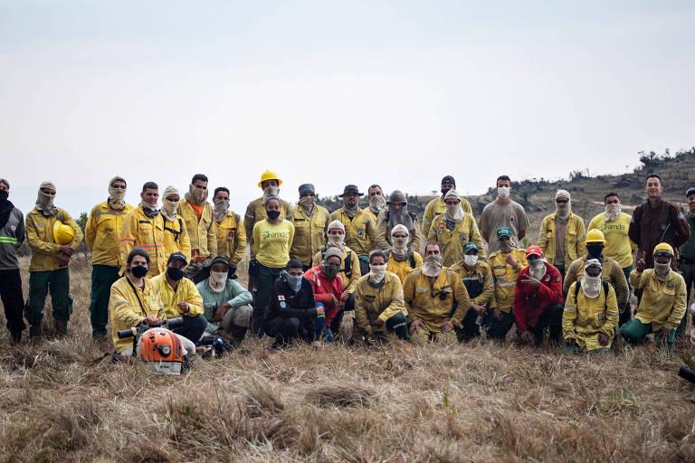 Equipe voluntária da Brigada Comunitária Carcará, de Ouro Branco (MG)