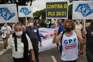 Protesto de servidores na Alesp contra reforma de Doria
