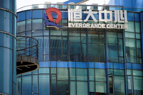 The logo of China Evergrande Group seen on the Evergrande Center in Shanghai, China September 22, 2021. REUTERS/Aly Song REFILE - QUALITY REPEAT ORG XMIT: PPPALY01