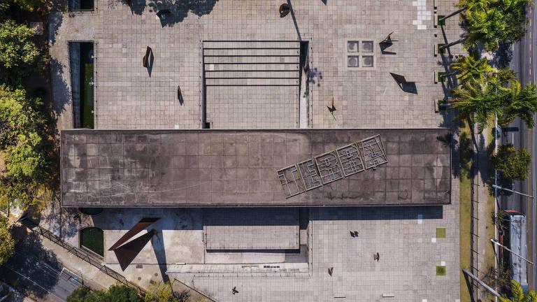 Sao Paulo, , BRASIL, 23-08-2021:  Especial Bairros: Jardins :  Visao aerea do MUBE (Museu Brasileiro de Escultura e Ecologia) localizado na av Europa  (no Jardim Europa)  e com  projeto do arquiteto Paulo Mendes da Rocha (Foto: Eduardo Knapp/ Folhapress, Guia Folha).