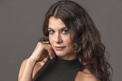 Alinne Moraes vive a deslumbrada Bárbara na novela Um Lugar ao Sol, da Globo