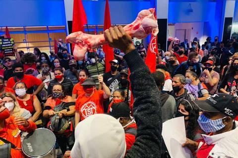 MTST e frente Povo Sem Medo ocupam prédio da Bolsa de Valores de SP em protesto contra a fome
