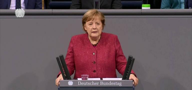 Fotos marcantes da primeira-ministra alemã, Angela Merkel