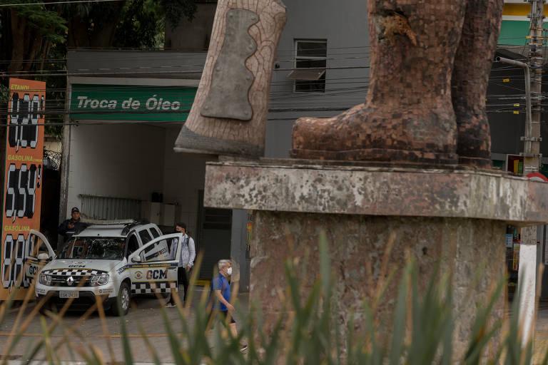 Policiamento na estátua do Borba Gato