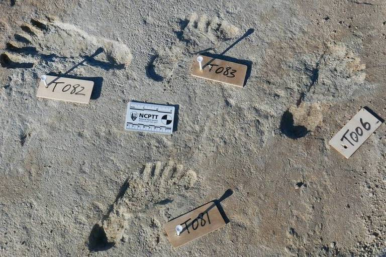 pegadas humanas que foram datadas entre 23 mil e 21 mil anos atrás