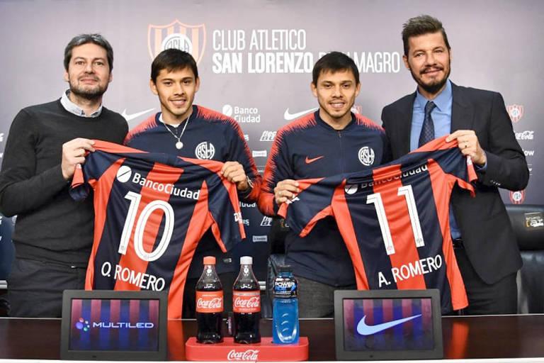 Ángel (à dir.) e Óscar Romero são apresentados no San Lorenzo, em agosto de 2019